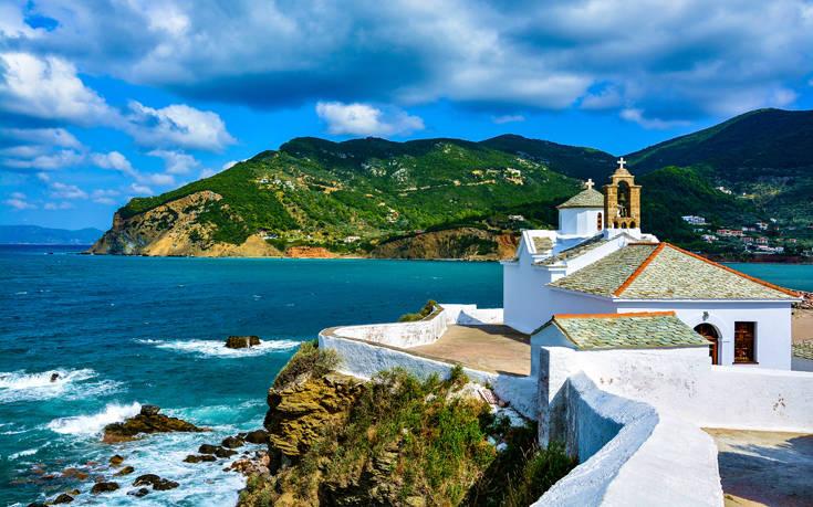 Daily Telegraph: Η Σκόπελος ανάμεσα στα καλύτερα νησιά να επισκεφθείς μετά την πανδημία