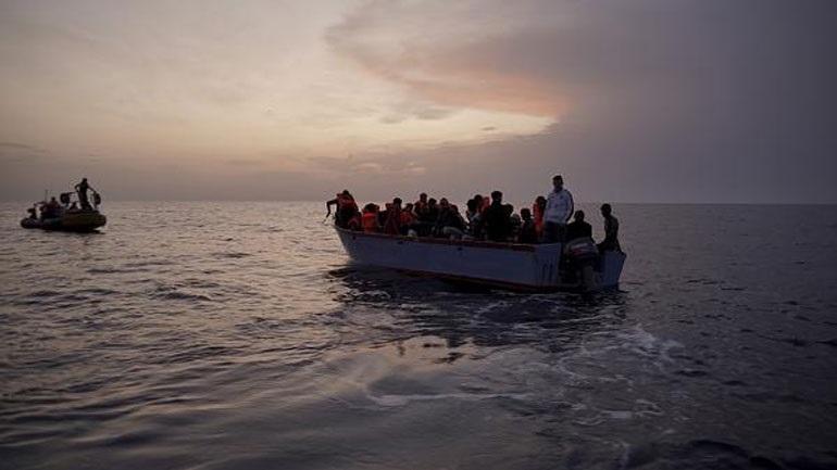 Δύο πλεούμενα με 140 μετανάστες διατρέχουν κίνδυνο στα ανοικτά της Μάλτας