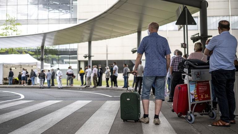 Πανικό έχει προκαλέσει στους τουρίστες η απόφαση επιβολής καραντίνας σε όσους επιστρέφουν από την Ισπανία