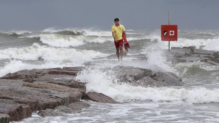 Ο κυκλώνας Χάνα πλήττει το Τέξας και κατευθύνεται προς το Μεξικό