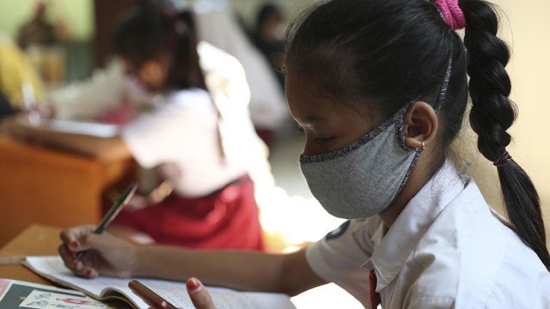 Συνεχίζουν να μειώνονται τα νέα κρούσματα μόλυνσης από τον κορωνοϊό