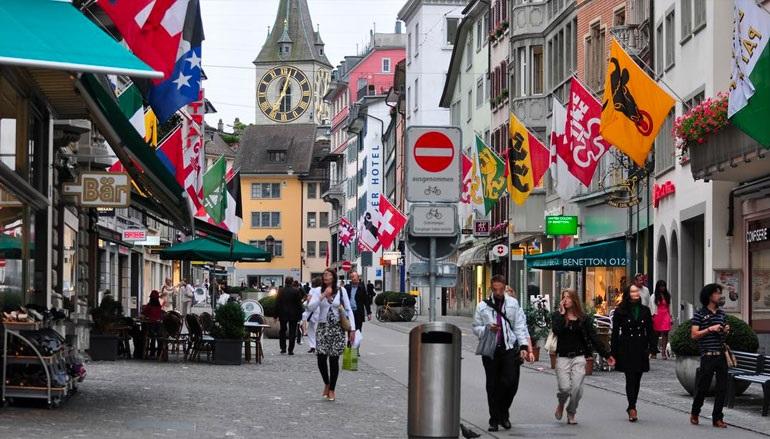 Με χρεοκοπία απειλούνται τα μισά εστιατόρια και ξενοδοχεία της Ελβετίας αν παραταθούν τα μέτρα