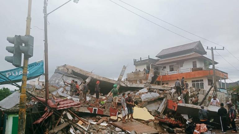 Τουλάχιστον τρεις νεκροί και 24 τραυματίες από τον σεισμό των 6,2R