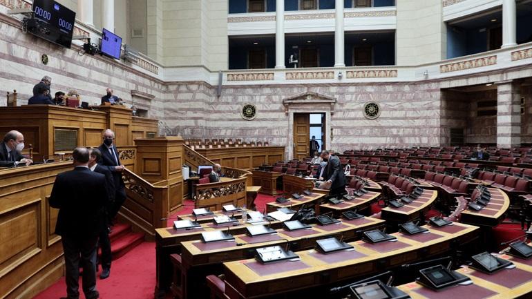 Αντιπαράθεση στη Βουλή για τη διαχείριση της πανδημίας στη Θεσσαλονίκη