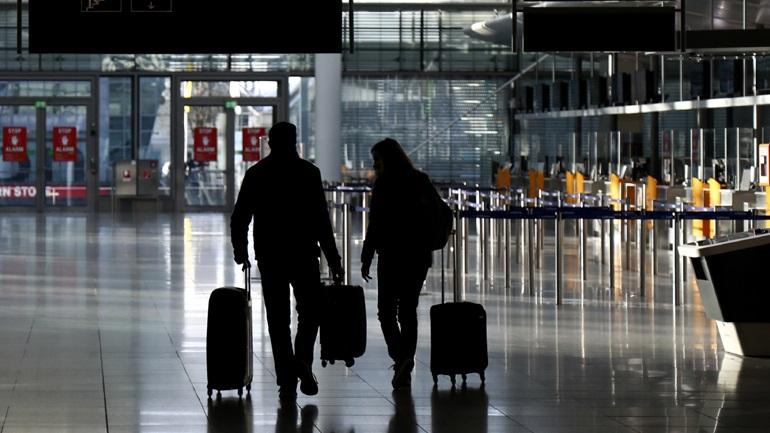 Παρατείνονται οι ταξιδιωτικές απαγορεύσεις στις ΗΠΑ με εντολή Μπάιντεν