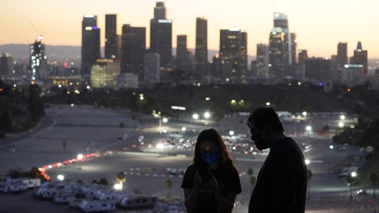 Η Καλιφόρνια χαλαρώνει τους περιορισμούς σε ορισμένες δραστηριότητες