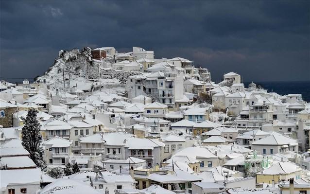 Χιονόπτωση σημειώθηκε το βράδυ στη Σκόπελο